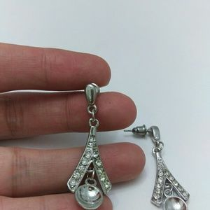 unknown Jewelry - Cute silver tone earring
